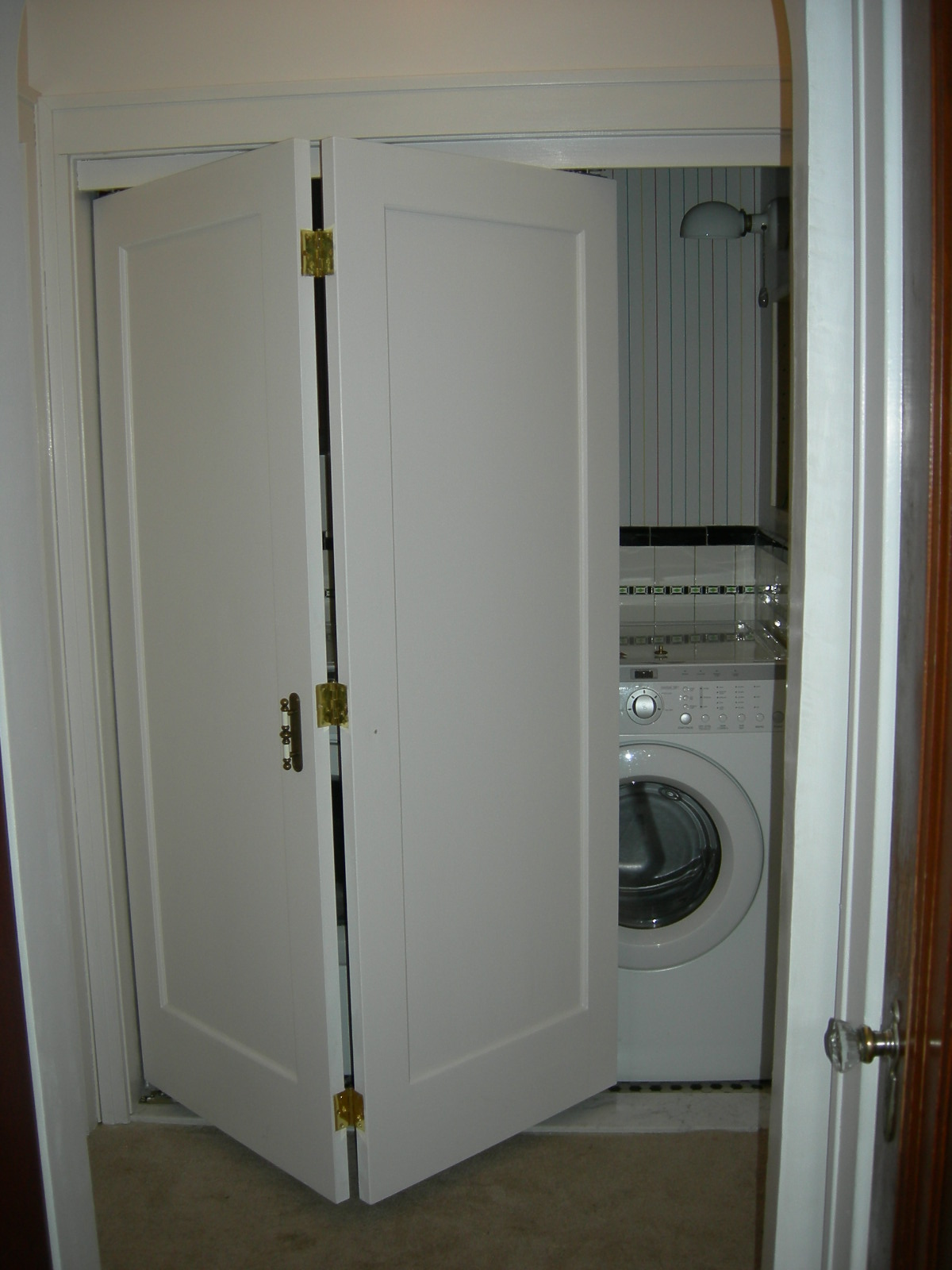 Folding doors folding doors laundry room for Laundry room door ideas